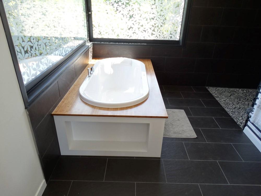 Entourage baignoire siporex for Salle de bain baignoire